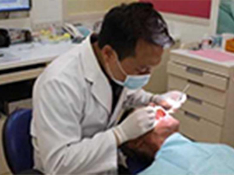 宜蘭植牙新聞│輕忽牙周病 7旬翁全口剩13顆牙